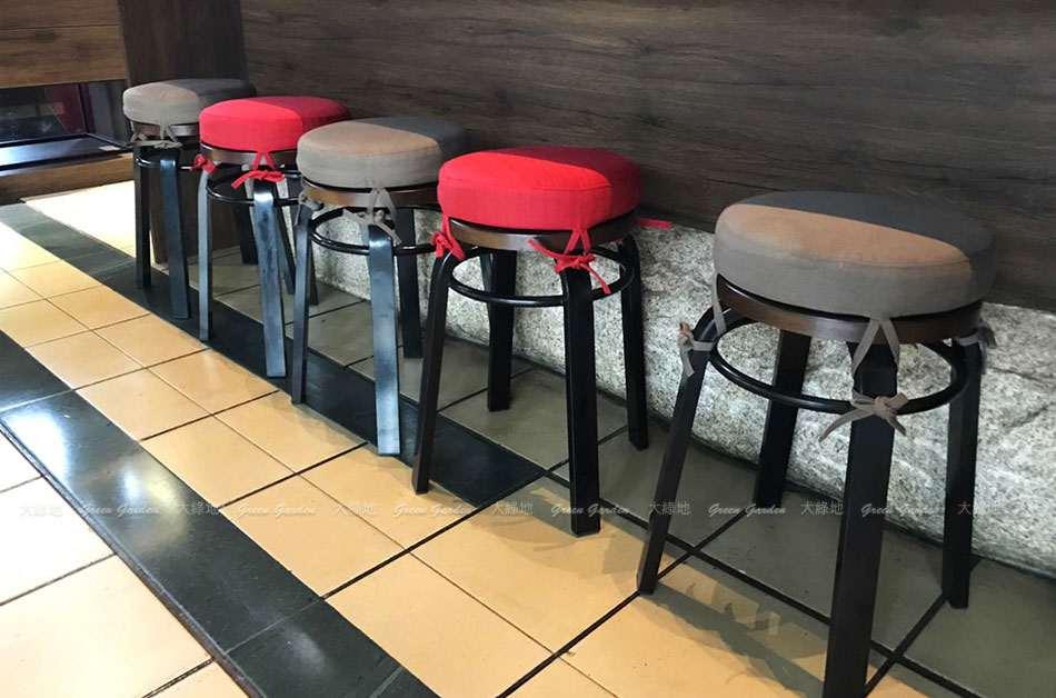 圓凳椅墊特寫