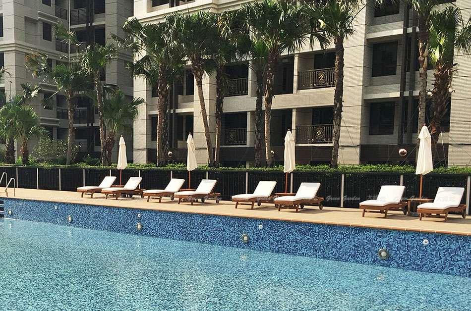 泳池畔柚木躺椅