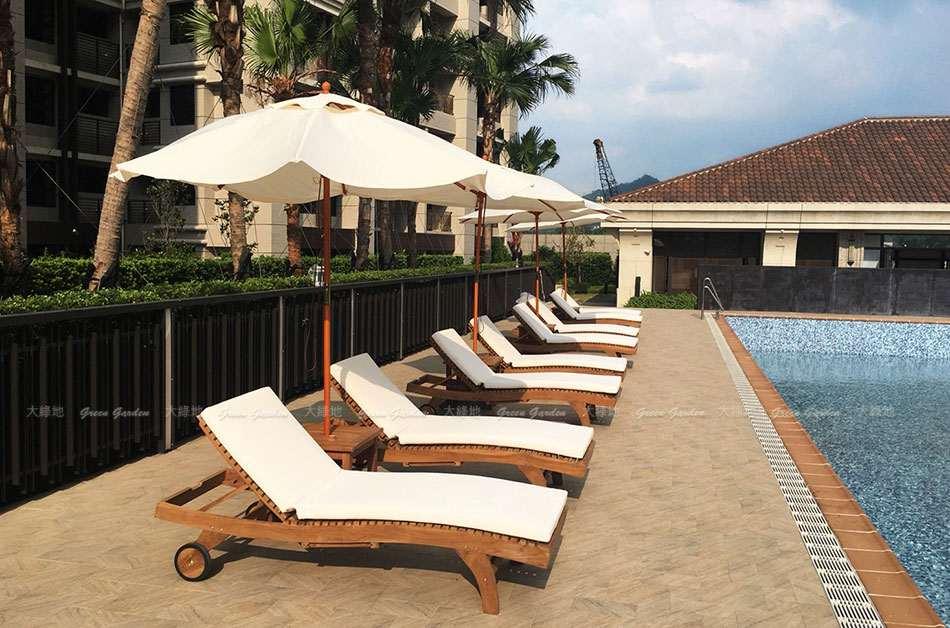 泳池畔柚木躺椅3