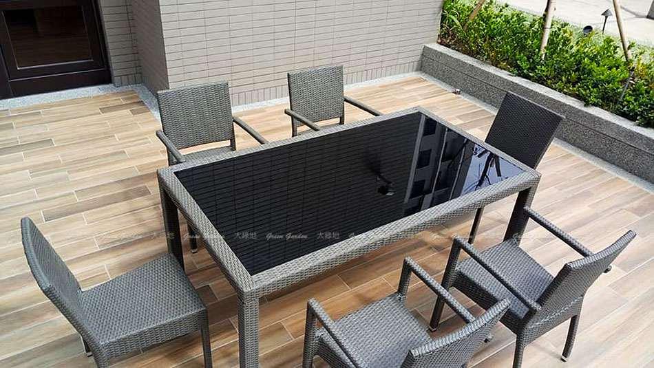 中庭餐桌椅組02