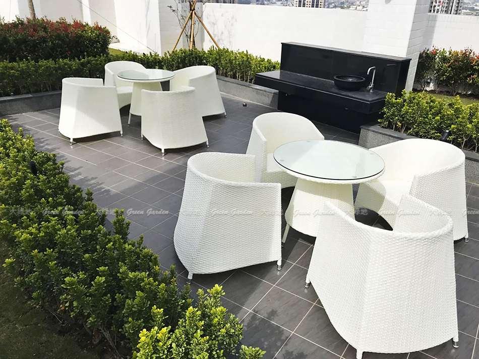 戶外空間展示藤桌椅