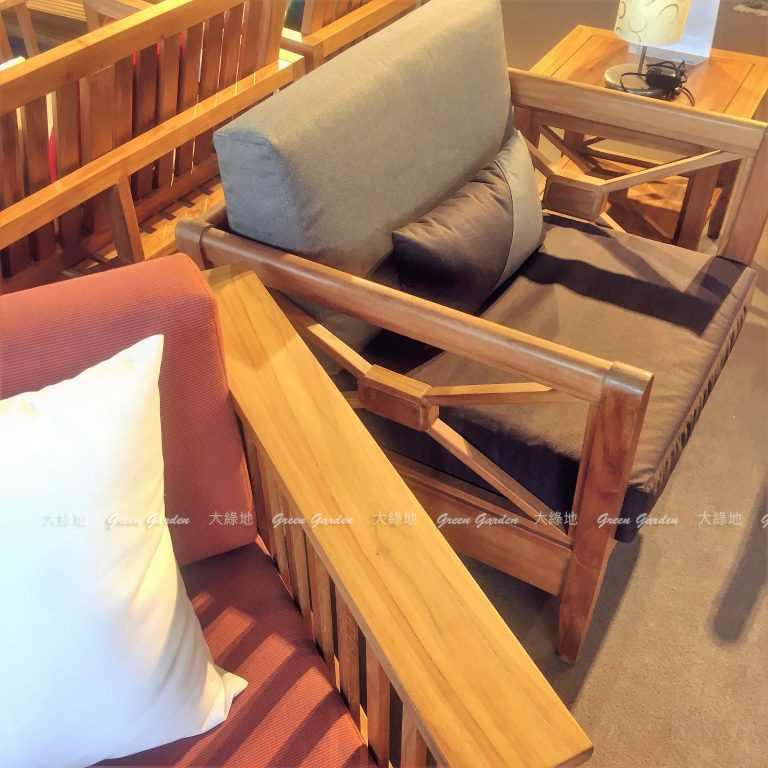 撞色款沙發椅墊